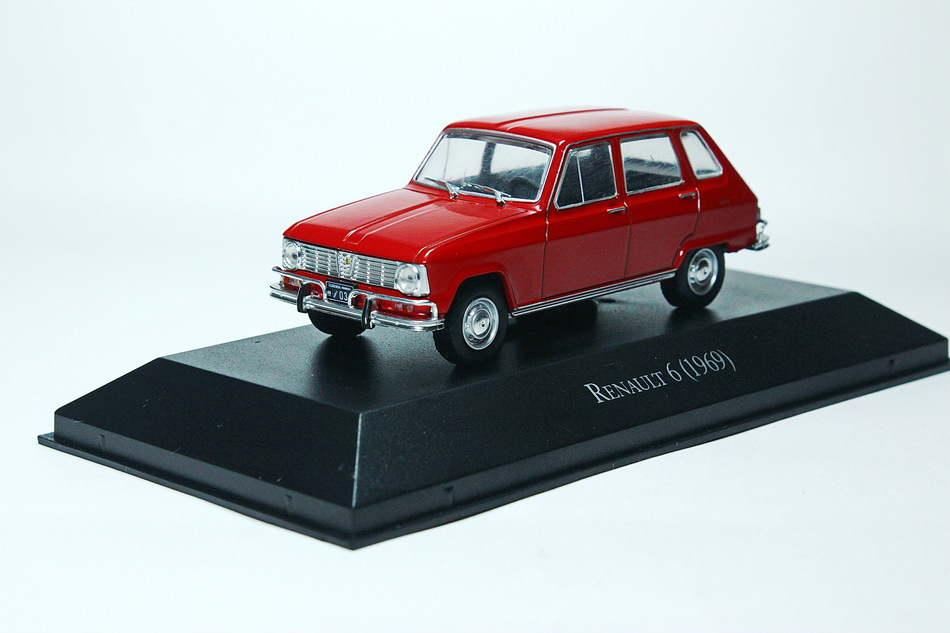 RENAULT 6 red 1969